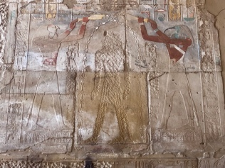 Hatshepsut was the figure in the middle